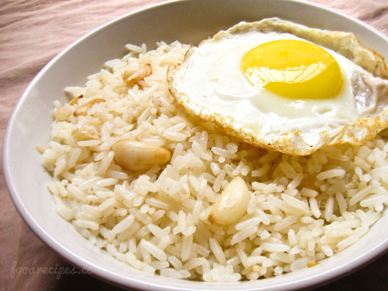 Awesome Filipino Garlic Fried Rice (Sinangag)